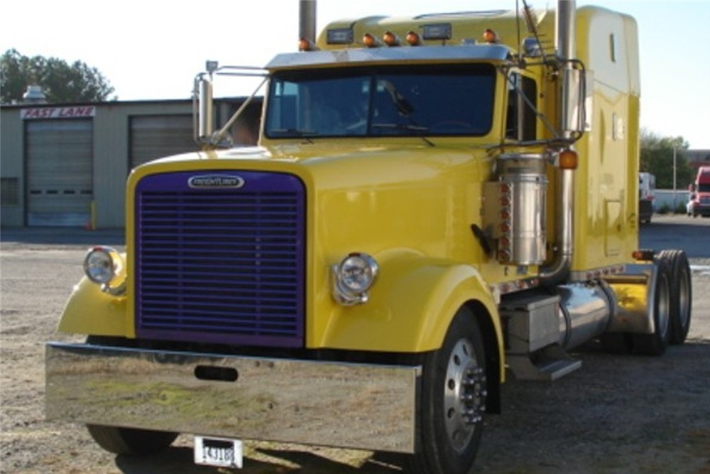 aftermarket freightliner classic xl custom hood truck. Black Bedroom Furniture Sets. Home Design Ideas